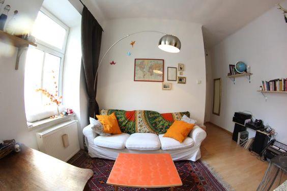 bunte Sofadecke in ruhiger, gemütlicher Zweizimmer-Wohnung - in Wien-Rudolfsheim-Fünfhaus