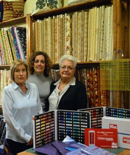 Entrega del premio al mejor quilt colectivo del Festival Internacional de Patchwork de Sitges 2014, realizado en Elsa Labors y entregado por Güttermann