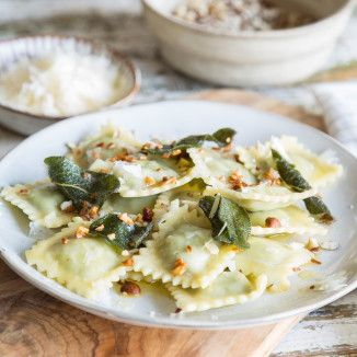Ravioli mit brauner Butter und Haselnüssen_featured