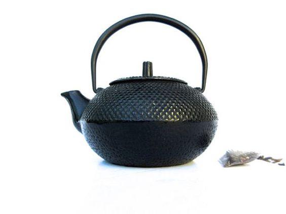 Cast Iron Japanese Tea Pot - Cast iron teapot