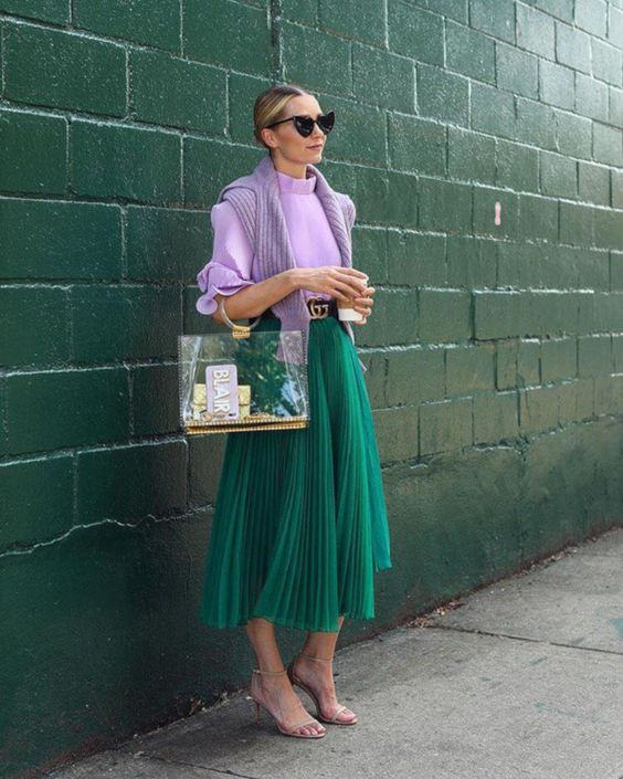 #falloutfits #outfits #fallstyle #falloutfitideas #autumnautfits #autumnstyle #fashion #ootd #pleatedskirt #greenskirt #lavendertop #lavendersweater #seethroughbag