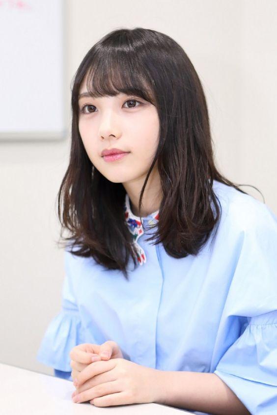 水色の服の与田祐希