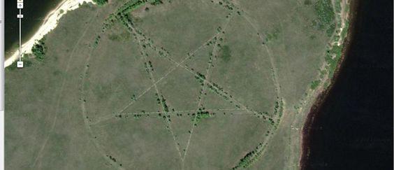 http://mundodeviagens.com/google-earth/ - Neste post, é sobre o Google Earth que falamos… mas sobre algumas das imagens mais estranhas e surpreendentes que podemos encontrar nesta ferramenta. Lugares por todo o mundo que são estranhos e diferentes, por vezes até mesmo bizarros, mas que estão no entanto ao alcance do seu ecrã.