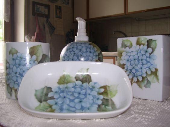 set da bagno con ortensie azzurre - dipinto a mano - Nanda