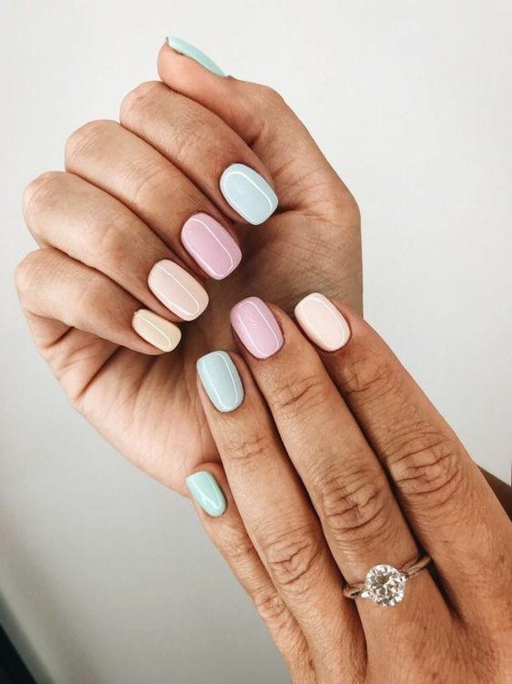 uñas en colores pasteles, uñas cortas bonitas en diferentes colores tonos pasteles, uñas verano diseños bonitos y frescos