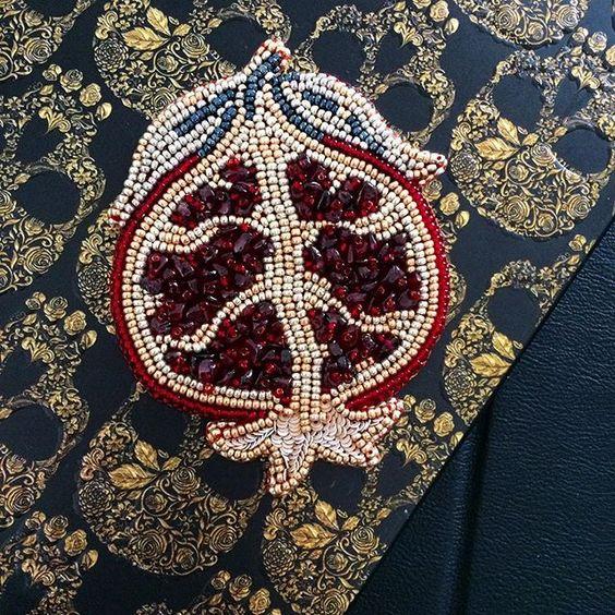 WEBSTA @ zefirinastudio - Абсолютно новая вышитая брошь Гранат - моя любовь. ❤❤❤ absolutely new embroidered brooch Pomegranate is my love. #брошь #брошьгранат #вышитаяброшь #brooch #embroideredbrooch #beadedbrooch #pomegranatebrooch #beadedpomegranate #granat #exclusivebrooch #ss17 #fashionbrooch #pomegranatepin #goldandred #handmadejewelry #beadedjewelry #moscow #minsk #mfw #bfw #ufw #pfw #uniquegift #valentineday #fashiongift #zefirinastudio #студиязефириной