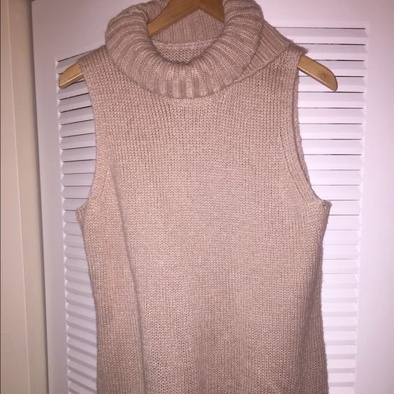 🆕Women's Mossimo pink cowl neck sweater sz L Women's Mossimo pink cowl neck sweater sz L. Brand new, never worn without original tags. Light pink. Fast shipping! :) Mossimo Black Sweaters Cowl & Turtlenecks
