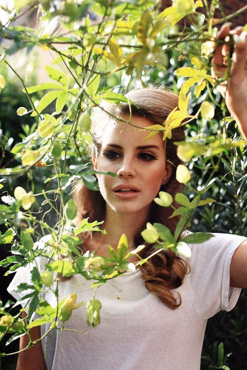 lana del ray is gorgeous!