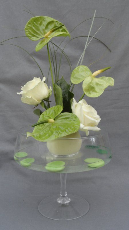 Composition florale anthurium et roses avalanches