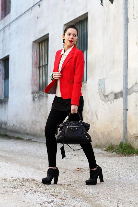 leggings push up | leggings push up calzedonia | giacca rossa | camicia bianca | tacchi alti | scarpe con tacco | stivaletti con tacco | orecchin geometrici | irene colzi | irenes closet | irene colzi | fashion blgo | fashion blogger | outfit | look 2