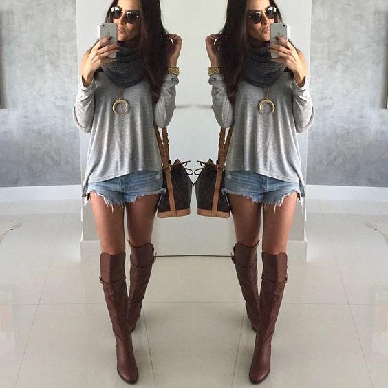 Amo Marrom+Cinza!!! Acho a combinação PERFECT! Alguém mais!? Blusa e Gola by @itstoreonline e bota Diva by @smidtshoes cor linda e mega confortável!o shorts anda sozinho mas já estou de  no que chegou na IT tbm!#ootd #outfit #itstoreonline