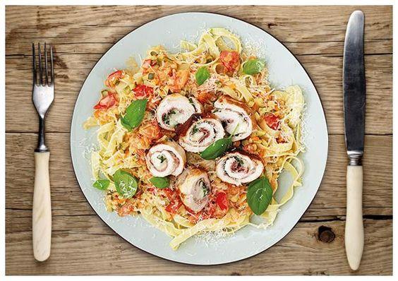 Italienische Putenbrust-Roulade gefüllt mit Mozzarella und Prosciutto