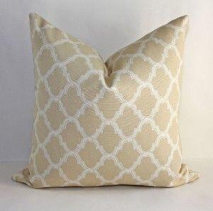 $33 Quatrefoil Pillow Cover/ 18x18 / Tan with Cream...