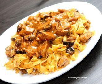 Recept: Tagliatelli met champignons, courgette, kip en romige pestosaus!