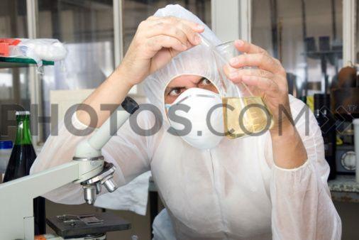 Yo tengo ciencias los martes y jueves a las 9:00 - 10:35 am. Ciencias es interesante.