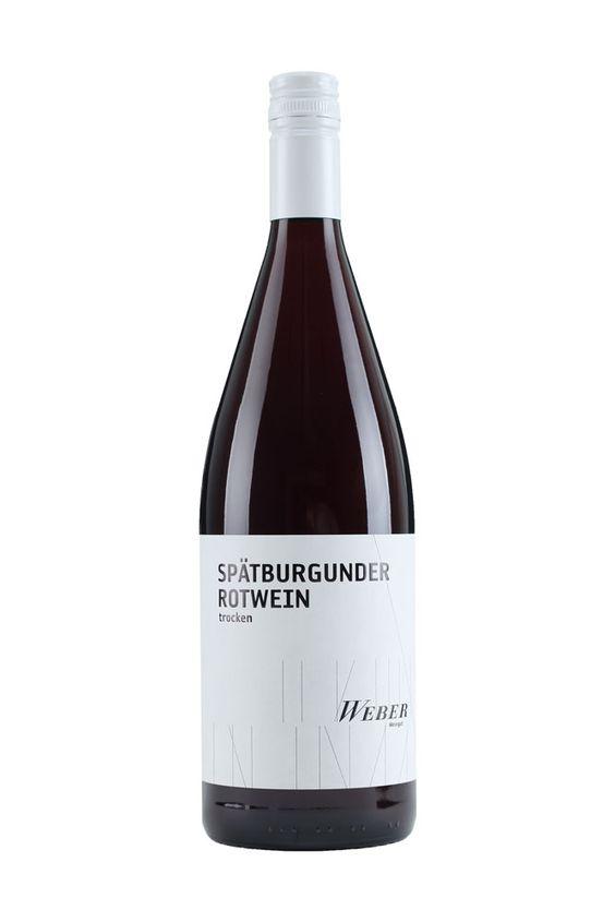 Weingut Weber   Ettenheimer Kaiserberg   SPÄTBURGUNDER ROTWEIN 1 LITER trocken »TROCKENES MULTITALENT« Der Spätburgunder Rotwein trocken betört mit seinen samtigen und fruchtigen Aromen und passt zu allen Gelegenheiten. Im Glas schimmert der rote, aromatische Tropfen und versprüht seinen Charme – ein Multitalent! 6,00 € #Weingut #Weber #Wein #Spätburgunder #Rotwein #trocken #Qualitätswein #Design #Architektur #packaging #wine