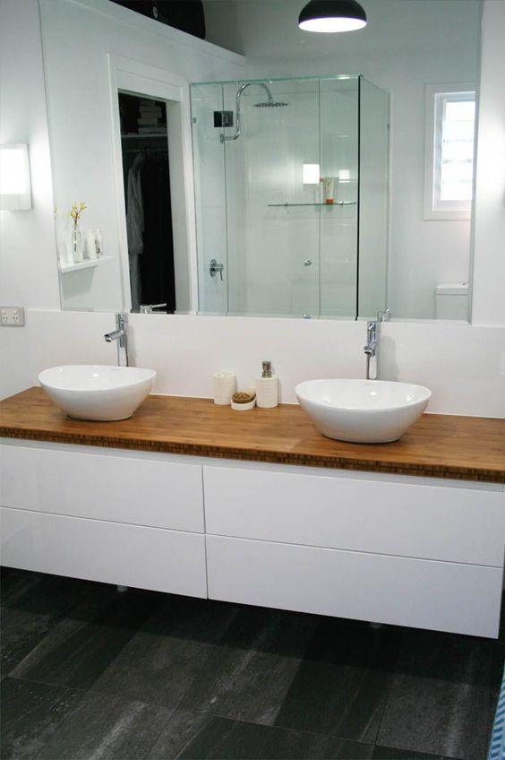 Badezimmer mit Vorwand für Waschtisch und Rückwand für die Dusche - badezimmer 10 quadratmeter