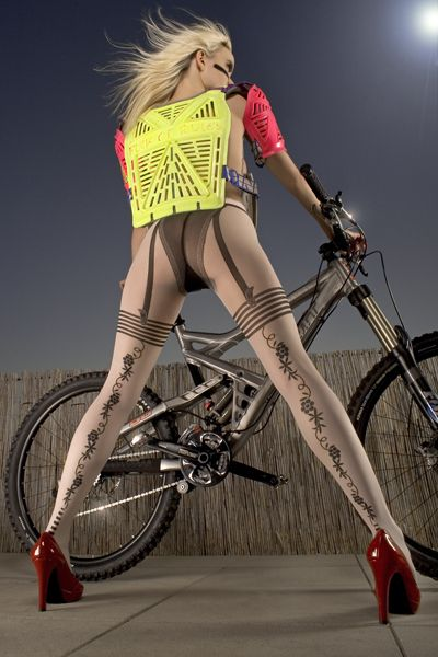 Google Image Result for http://www.turbolince.com/images/stories/sexy-mtb/111sexy-dowhill.jpg