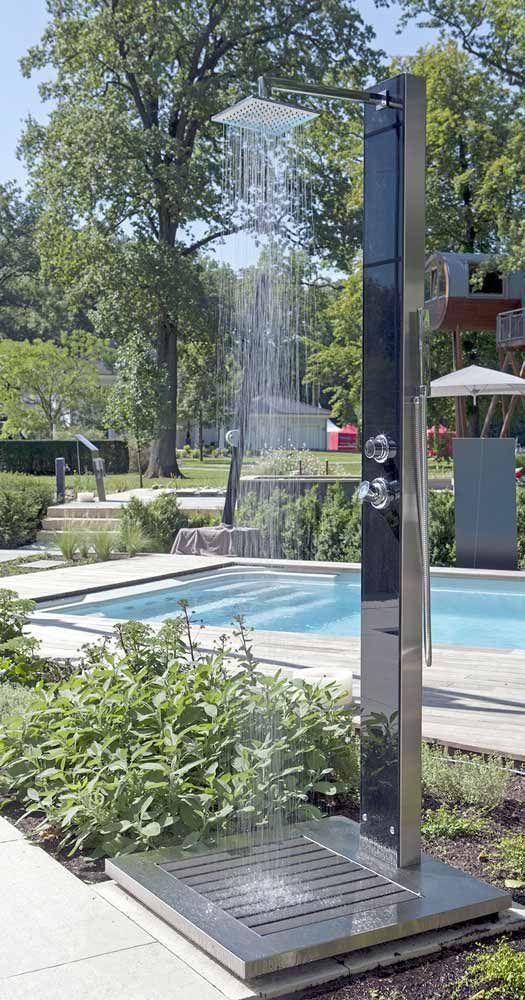 Glasdusche Kuba Warmwasser Erfrischt Auch Mit Kaltem Wasser In 2020 Gartendusche Schwimmbader Hinterhof Solardusche Garten