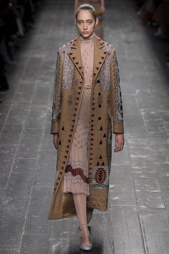 Valentino Fall 2016 Ready-to-Wear Fashion Show - Lia Pavlova (NEW MADISON):