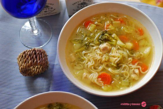 Sopa de pollo y verduras con pasta. | Cuchillito y Tenedor