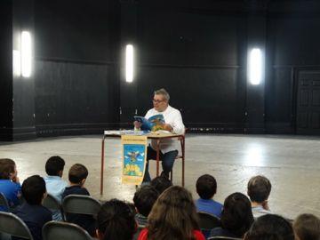 lectura del libro Las aventuras de Pánfila en el Instituto de Español de MOntreal por su autor David Alvarado Mora