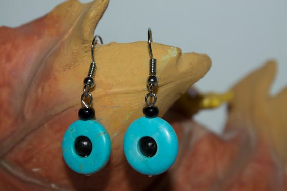 Donut Turquoise stone and wood beads pendant por becomefashionable #earrings #turquoise #turquoiseearrings