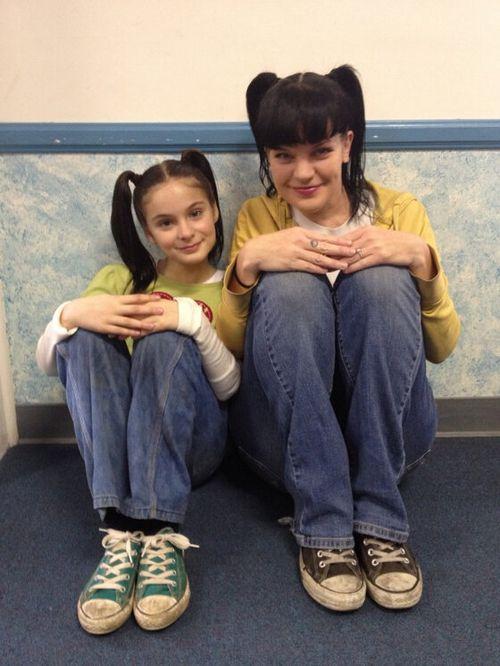 Abby a představitelka mladé Abby Brighton Sharbino