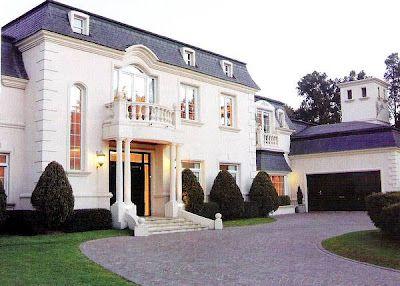 Casas estilo clasico moderno buscar con google marcos for Fachadas de casas estilo clasico