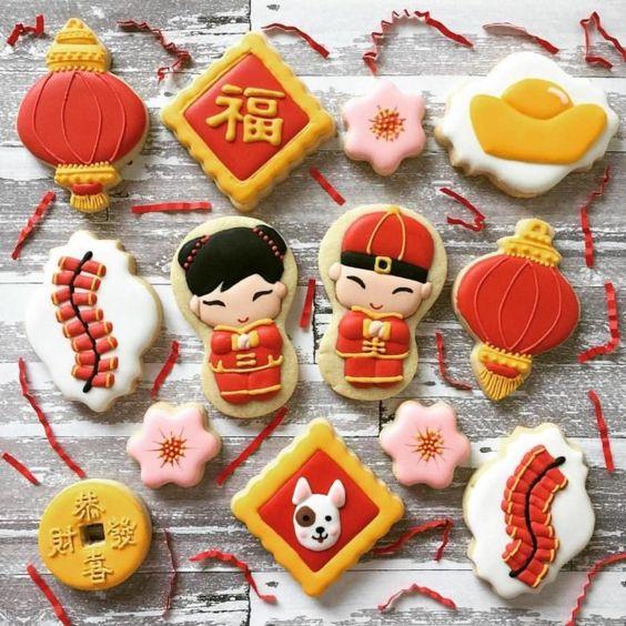 Ideas para fiesta de XV años con temática japonesa; galletas en forma de japoneses, globos, flores de cerezos, kanjis y perros