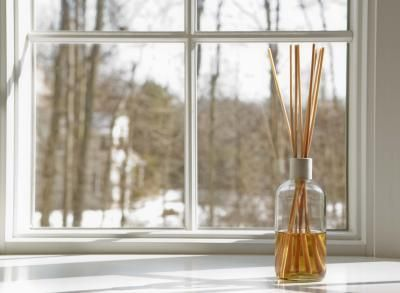 How to Make Reed Diffuser Oil - using fragrances, perfume, baby oil. Read more ~