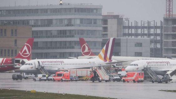 Germanwings-Maschine nach technischem Defekt auf Stuttgarter Flughafen notgelandet http://www.bild.de/news/inland/notlandung/germanwings-maschine-muss-wegen-technischem-defekt-notlanden-40419446.bild.html