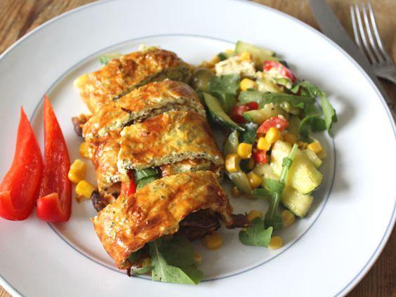 Keine Kohlenhydrate, viele Proteine: Gefüllte Wraps aus Quark & Eiern #Rezept #Lowcarb