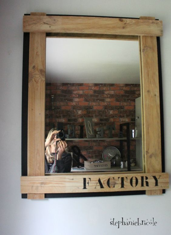 diy deco recup industrielle relooker un miroir avec du bois de palettes style du bois and. Black Bedroom Furniture Sets. Home Design Ideas