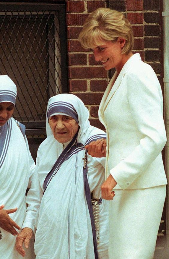 Diana, Princess of Wales holding hands with Mother Teresa in New York in June 1997. Tragically, both women were to die shortly after this photo (Princess Diana on August 31 and Mother Teresa on September 5).