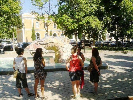 Curiosa fuente con la única imagen del Dragón de San Jorge en Zaragoza. No es tan fiero como lo pintan...