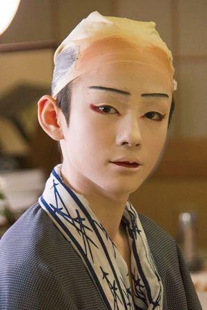 白塗り化粧が完成した八代目市川染五郎のかっこいい画像