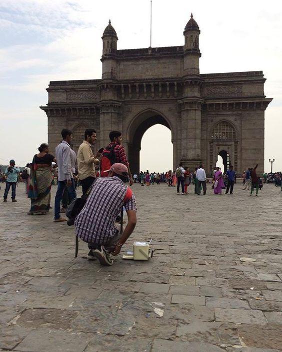 現場很多人可以幫你照相立即沖洗照片酷吧 by josh_malawi #Gateway_Of_India #Mumbai #Maharashtra #India
