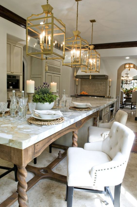 Since Vicki loves to cook and entertain, Leanne replaced the kitchen peninsula and breakfast nook with a gorgeous 15-foot island for better flow and function.