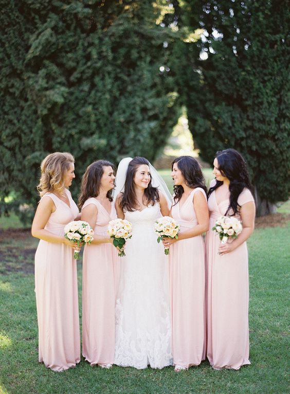 Love the style of the bridesmaid dresses!