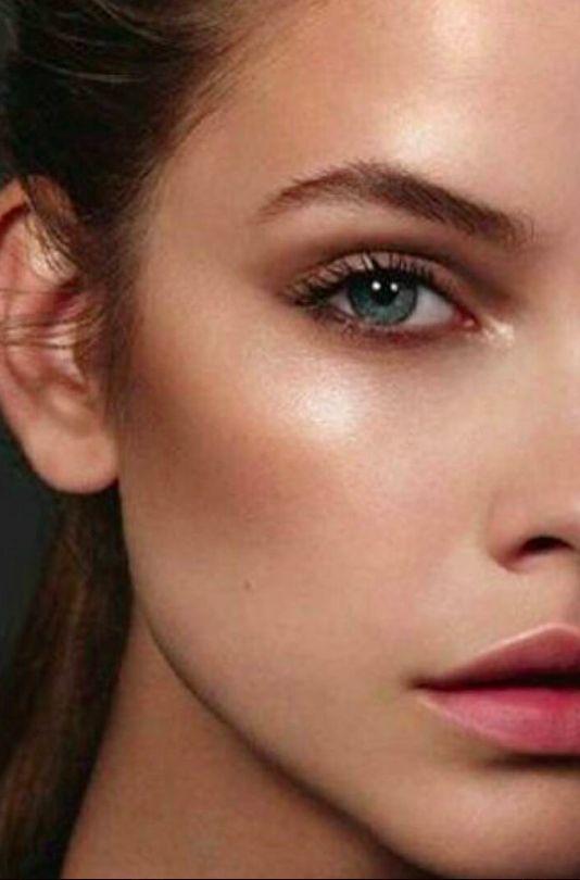SunStripping, Chroming e Color Contouring são as novas febres entre as fanáticas por beleza. Descubra como adotar cada uma delas.