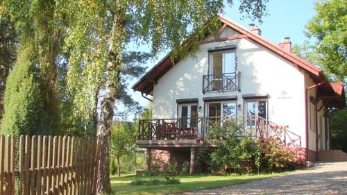 Dom nad jeziorem Lewinko Kaszuby Pob?ocie Dom nad jeziorem Lewinko Kaszuby is a detached holiday home with a terrace, set in Pob?ocie in the Pomerania Region. It provides free private parking. Free WiFi is provided throughout the property.  The kitchen comes with an oven.