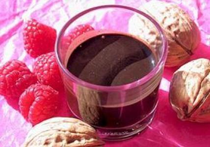 Recette : Eau de rinçage cheveux bruns Brou de noix & Vinaigre de Framboise - Aroma-Zone