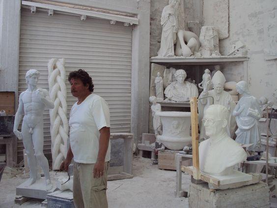 In atelier AMA - Carrara. - art - sculptures - philip moerman - www.moermansculptures.be