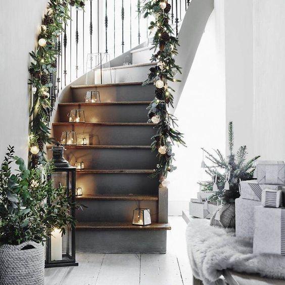 No l d co escalier ornements magnifiques pour l for Deco interieur noel