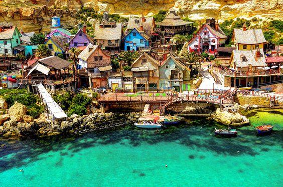 Anchor Bay, na pequena ilha de Malta