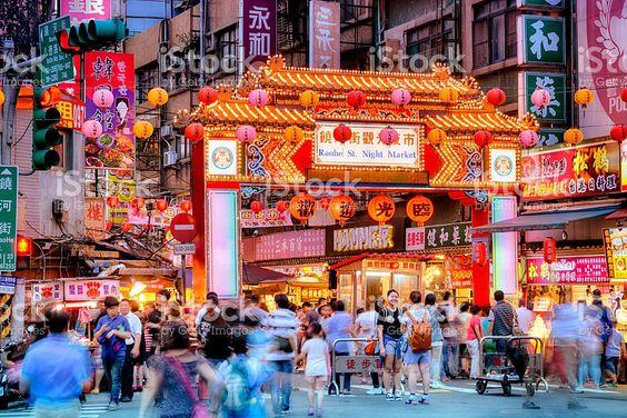 Chợ đêm Đài Loan nổi bật với màu đỏ