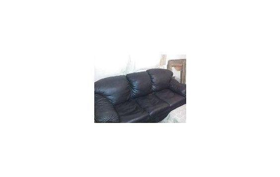sillón de cuero negro