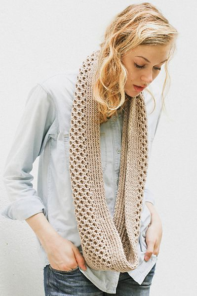 Free Pattern Friday: Honey Stitch Cowl Free knitting, Knitting scarves and ...