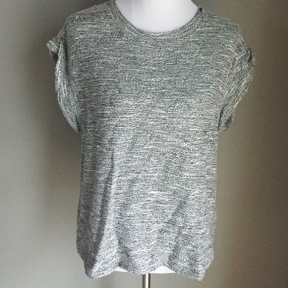 Loose knit sweater top Short sleeve sweater with loose knit weave. Perfect for summer and spring. Excellent used condition. Forever 21 Tops